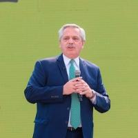 FDT. Funcionarios, intendentes, legisladores y movimientos respaldaron a Alberto Fernández.
