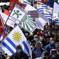 Uruguay: una multitud se movilizó contra el gobierno de Lacalle Pou